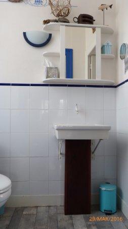 La Roche Chalais, Fransa: Toilette de la Chambre Marine