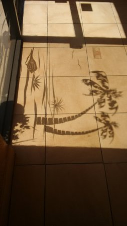 Best Western Orlando Gateway Hotel: Sombra da porta de vidro que dá para a área de estacionamento do hotel.
