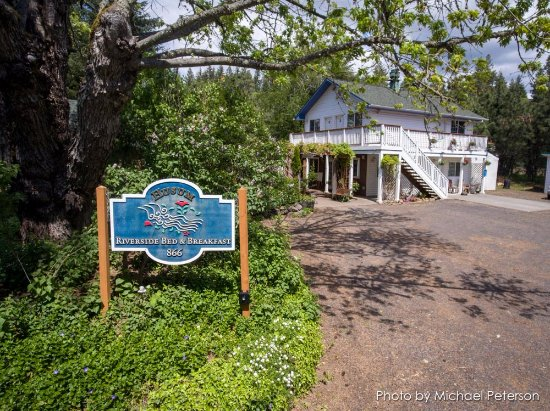 Husum, WA: Main bed and breakfast building with rooms 1, 2, 3 & 4