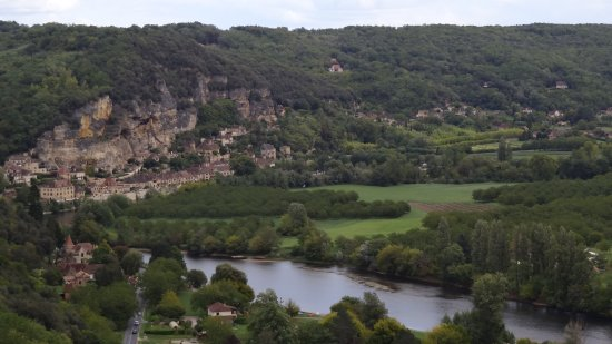 Vézac, Frankrig: View of La Roque Gageac and the Dordogne from one of the many trails.