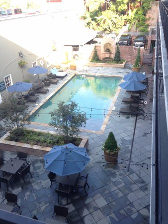 Four Points By Sheraton French Quarter: Courtyard area