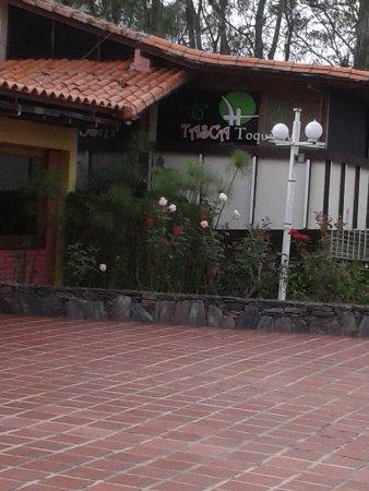Bailadores, Venezuela : desde la sala de admision el pasillo y patio tome la foto