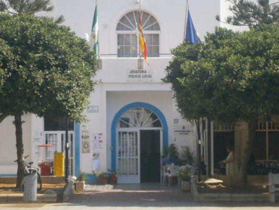 Santuario San Jose: Pretty town square