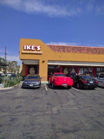 Fountain Valley, Californië: Outside of Restaurant