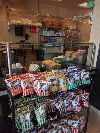 Fountain Valley, Californië: Interior, watch your sandwich being made.