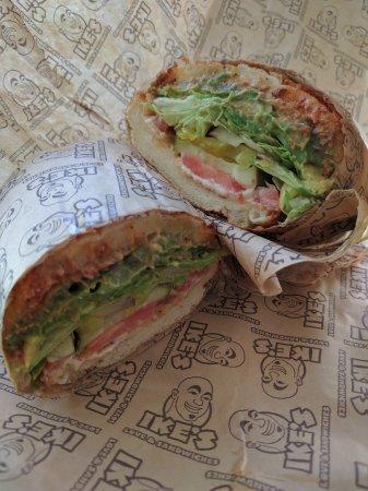 Fountain Valley, Californië: Reading Rainbow vegetarian sandwich.