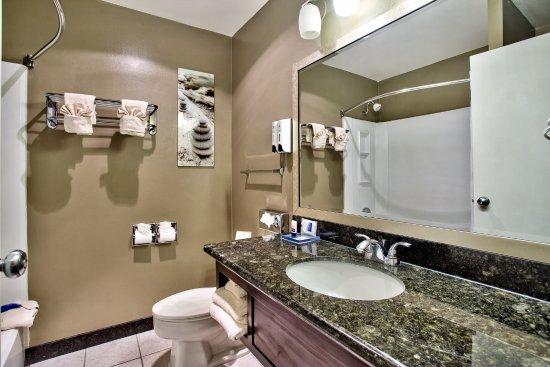Best Western Mountain View Inn: King Guestroom Bathroom