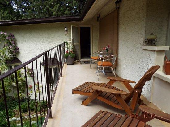 Maple Ridge, Canadá: Guest balcony - dining, sunbathing, relaxing