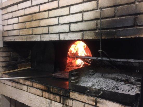 Обань, Франция: Pizza et grillades au feu de bois  Et salade à base de produit frais top
