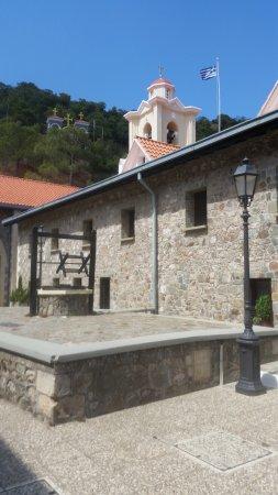 Pedoulas, Chipre: Zicht op de torens van het klooster