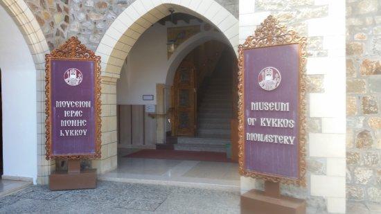 Pedoulas, Cipro: Toegang tot Kykkos museum in het klooster