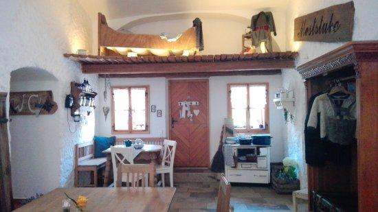 Mauthausen, Österreich: interno arredato con mobili antichi