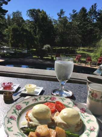 The Inn at Bowman's Hill: Breakfast with a gorgeous view