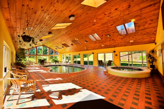 Windham, NY: Year round pool and Jacuzzi