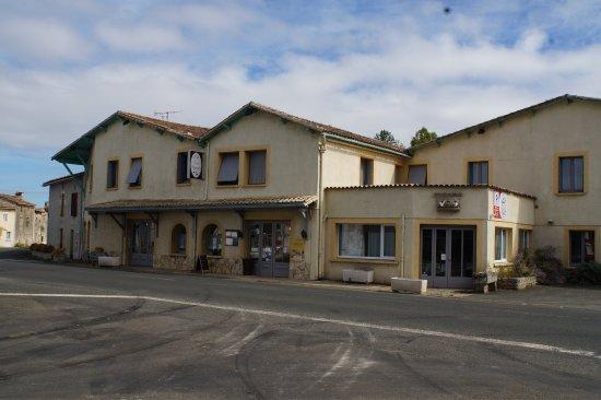 Chenay, Francia: Hotel Restaurant des Trois Pigeons