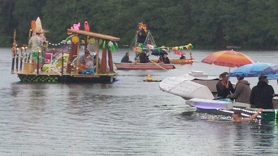 Eggersdorf, Duitsland: im Sommer feiert der Anglerverlin am Bötzsee ein Fest mit einer Regatta
