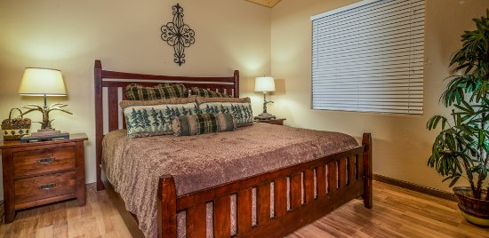 Greer, AZ: Cabin #282 room.