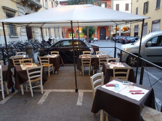 Restaurangens uteservering bild fr n golem cucina e for E cucina 24 bologna