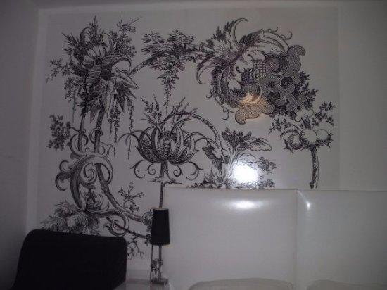 Apollon: הציורים האלה מופיעים בכל החדרים....זה מה שמאפיין גם את המלון