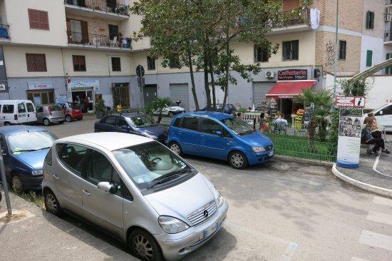 Ercolano, Italia: выходите с жд станции и сразу налево офис