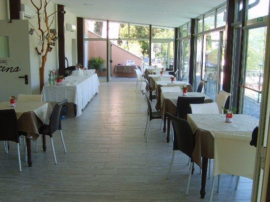 Vernio, Italy: sembra di mangiare all'aperto, veramente piacevole