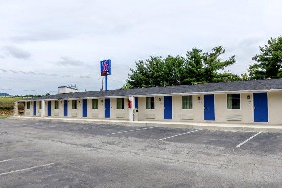Motel 6 Troutville: Exterior
