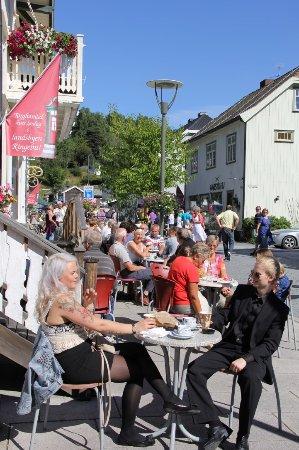Ringebu Municipality, Norge: Jonsgård seng&frokost - kafeen i 1.etg serverer frokosten