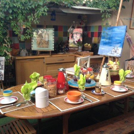 La Maison du Petit Canard: Terrasse du petit déjeuner