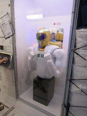 U.S. Space and Rocket Center : robot used on ISS