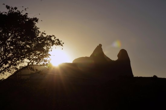 Igreja Nossa Senhora Do Amparo: O FRADE E A FREIRA - ITAPEMIRIM - ES - BRASIL