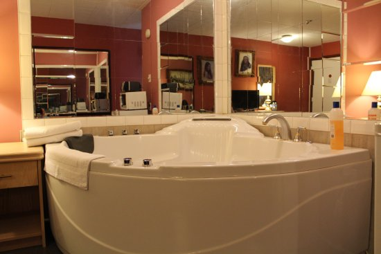 Ritz Inn Niagara & Wedding Chapel: jacuzzi tub