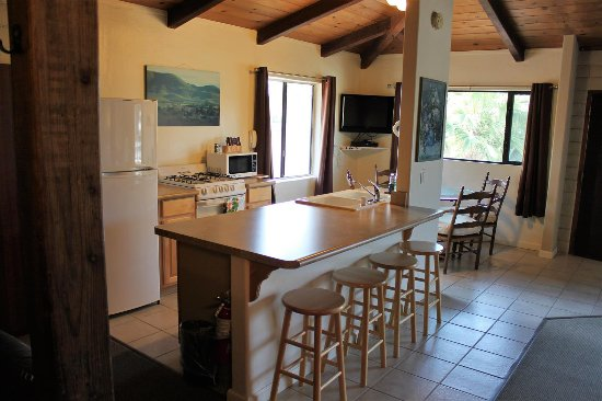 Baywood Park, CA: Kitchen and dining area in the Loft