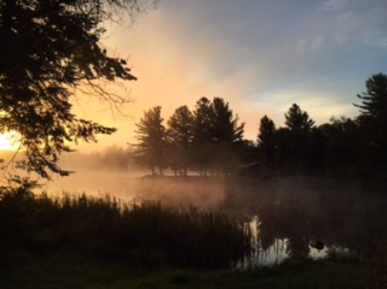 Norridgewock Lodge: Morning sunrise from our cabin