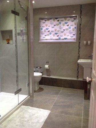 Thaxted, UK: Twin bathroom