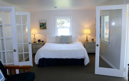 Baywood Park, Kaliforniya: King size bedroom in the Cottage