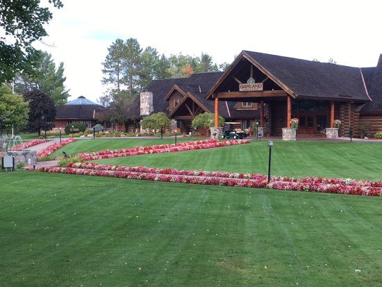 Garland Lodge & Resort: Golf course, dinning room, main entrance