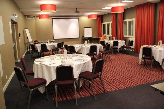Saulx-les-Chartreux, Francia: Salons pour réceptions ou séminaires le soir