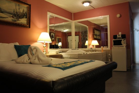 Ritz Inn Niagara & Wedding Chapel: honeymoon suite