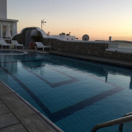 Damianos Hotel : Poolside in the morning
