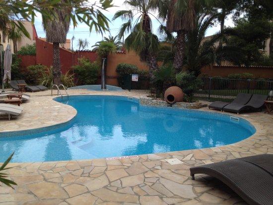 Host & Vinum: The small pool.