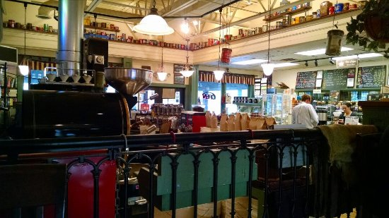 Middletown, RI : Nice setting, and coffee smells GREAT!