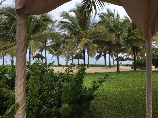 Baraza Resort & Spa: view from the pool to the ocean
