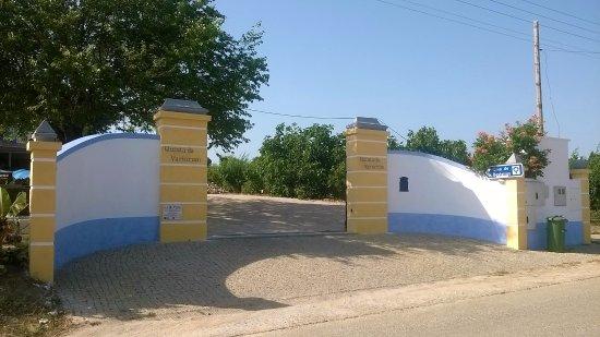 Almeirim, Portugal: A Entrada na Quinta da Variorum/Casa de Besteiros
