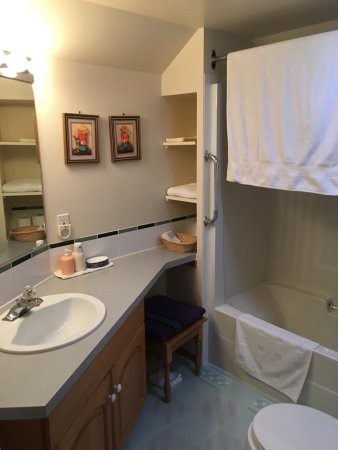 Cascade Court Bed & Breakfast: Twin Room en-suite bathroom