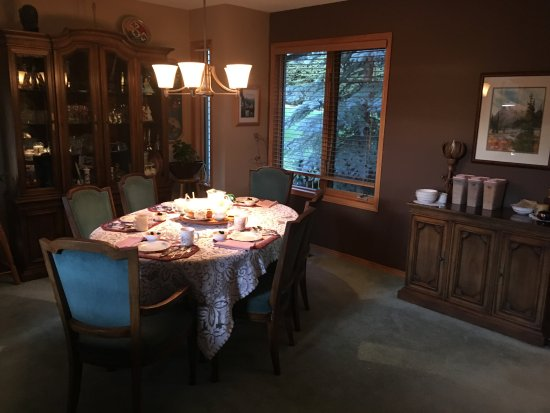 Cascade Court Bed & Breakfast: Breakfast