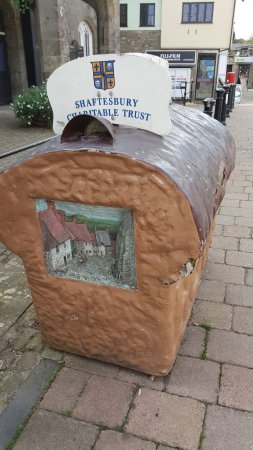 "Shaftesbury, UK: Replica of the loaf of ""Hovis"""