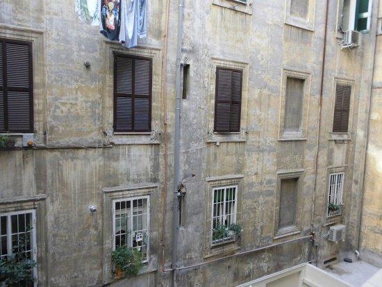 Roma Sunshine: Blick in den Innenhof