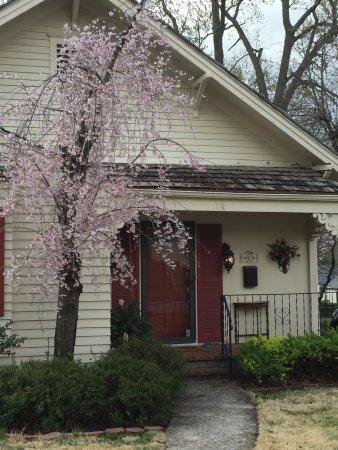Harrisonville, MO: Front door welcome.