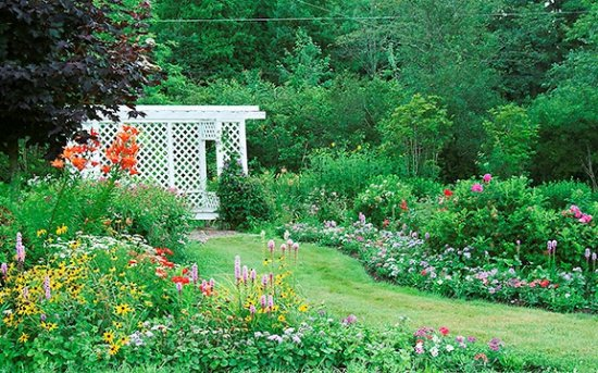 Kingsclear, Canadá: Gardens on the property