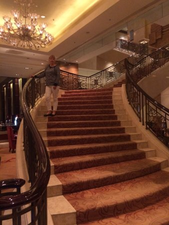 Shangri La Hotel Xian Grand Stairs To The 2nd Floor